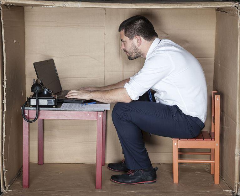 Fengshui-Arbeitsplatz-Schreibtisch-Konzentrationsprobleme-Lustlosigkeit-Fehler bei der Arbeit-Streit-Konflikt-Blickrichtung-Einrichtung-Arbeit